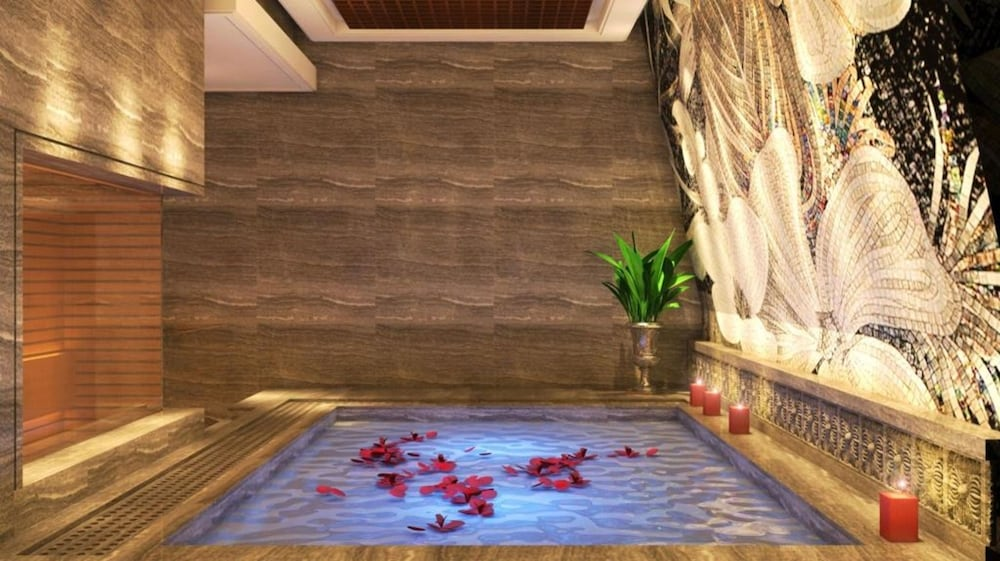Indoor Spa Tub, The Lapis Hotel