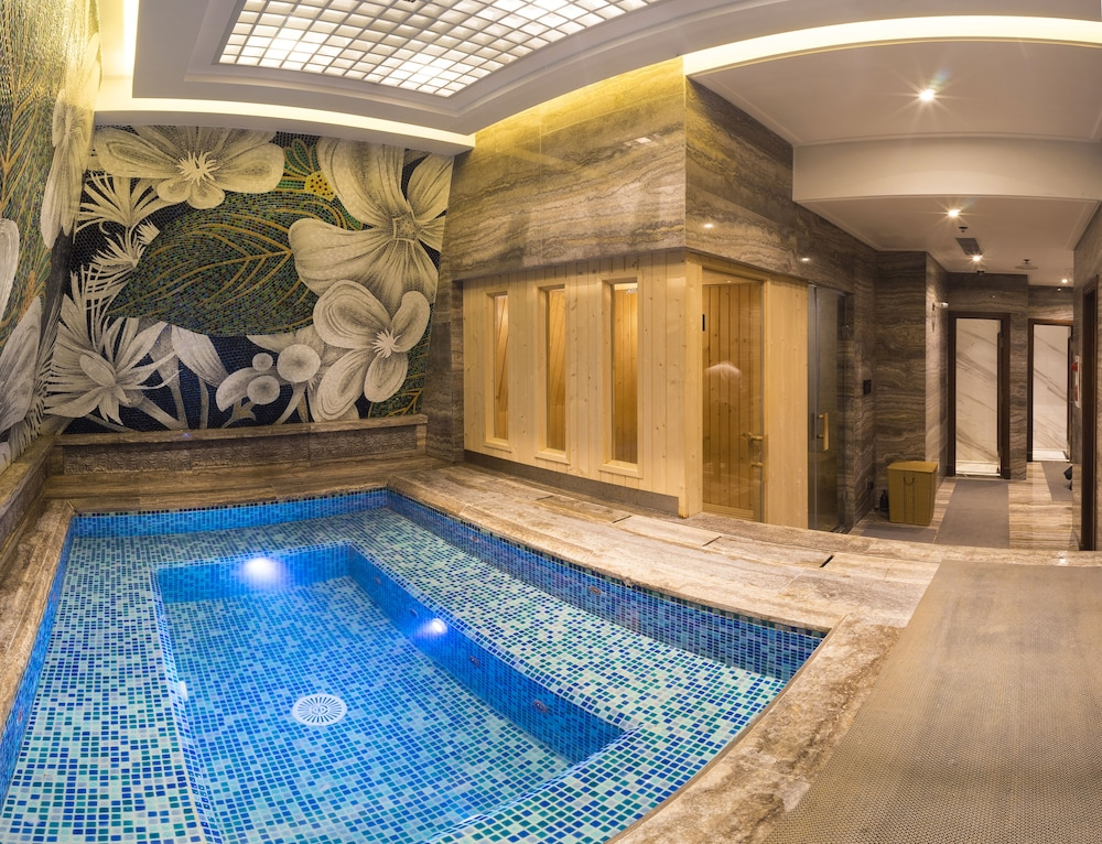 Spa, The Lapis Hotel