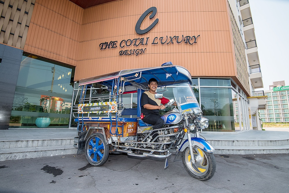Shopping Centre Shuttle, The Cotai Luxury Design Hotel