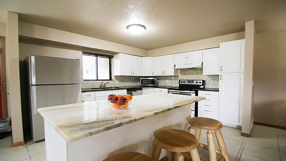 Private Kitchen, Woodside Dells Hotel & Suites