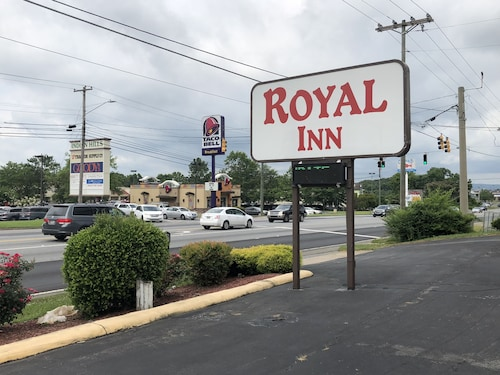 Check Expedia for Availability of Royal Inn