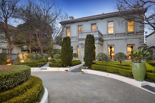 Waratah Stay - A Mansion Experience