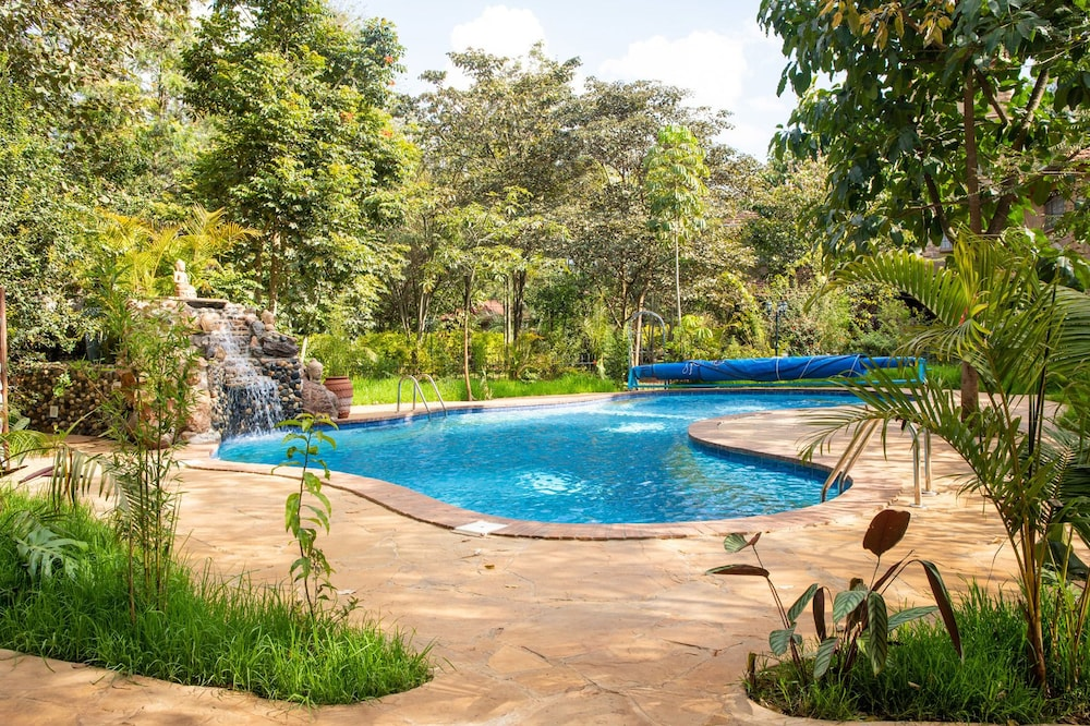 Pool Waterfall, Anga Afrika Luxury Boutique Camp Nairobi