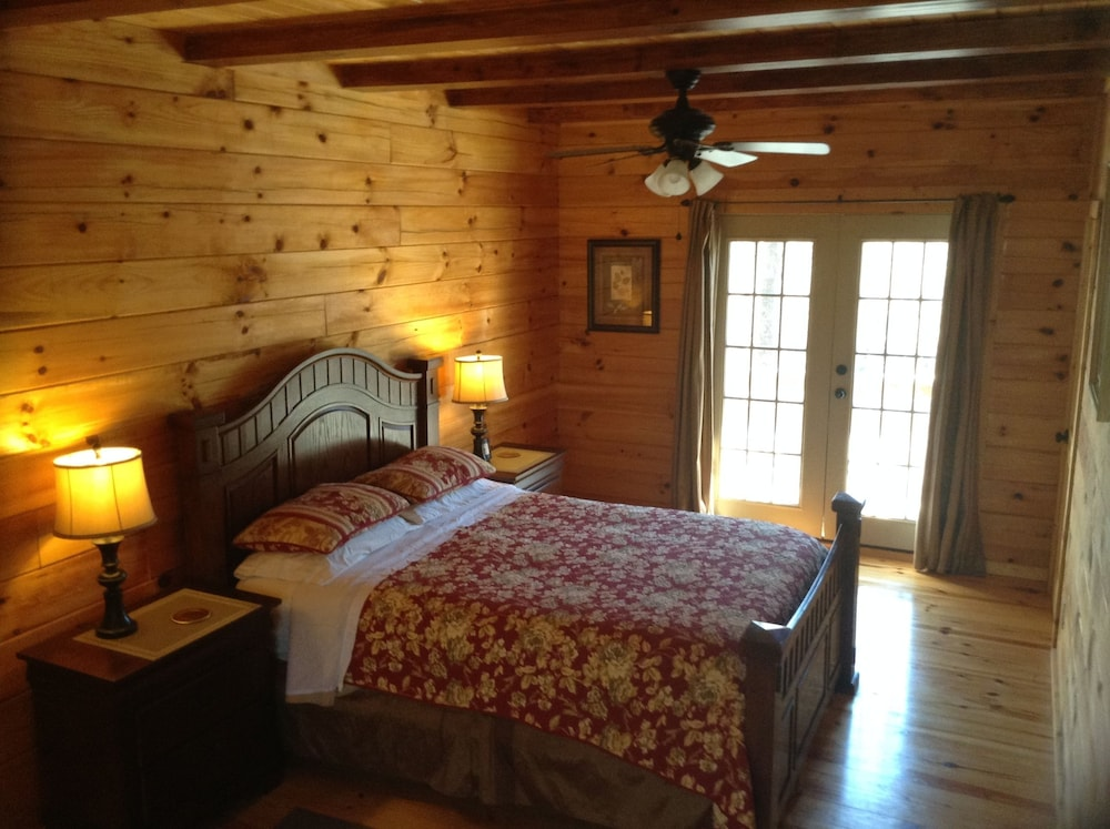 ... Romantic Cabin, 1 Bedroom, Mountain View, Mountainside (Chestnut Cabin)    Guestroom ...