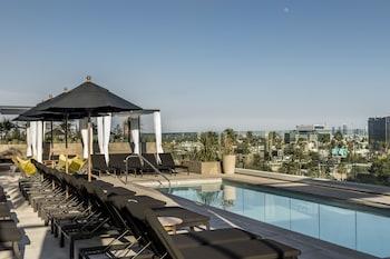 ロサンゼルスで有名な観光地に行きやすいホテルを教えてください