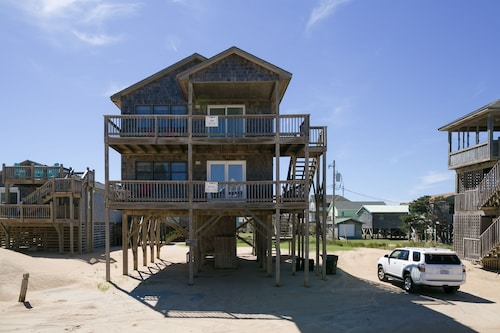 Outer Banks Motel Cape and Tower Cottages