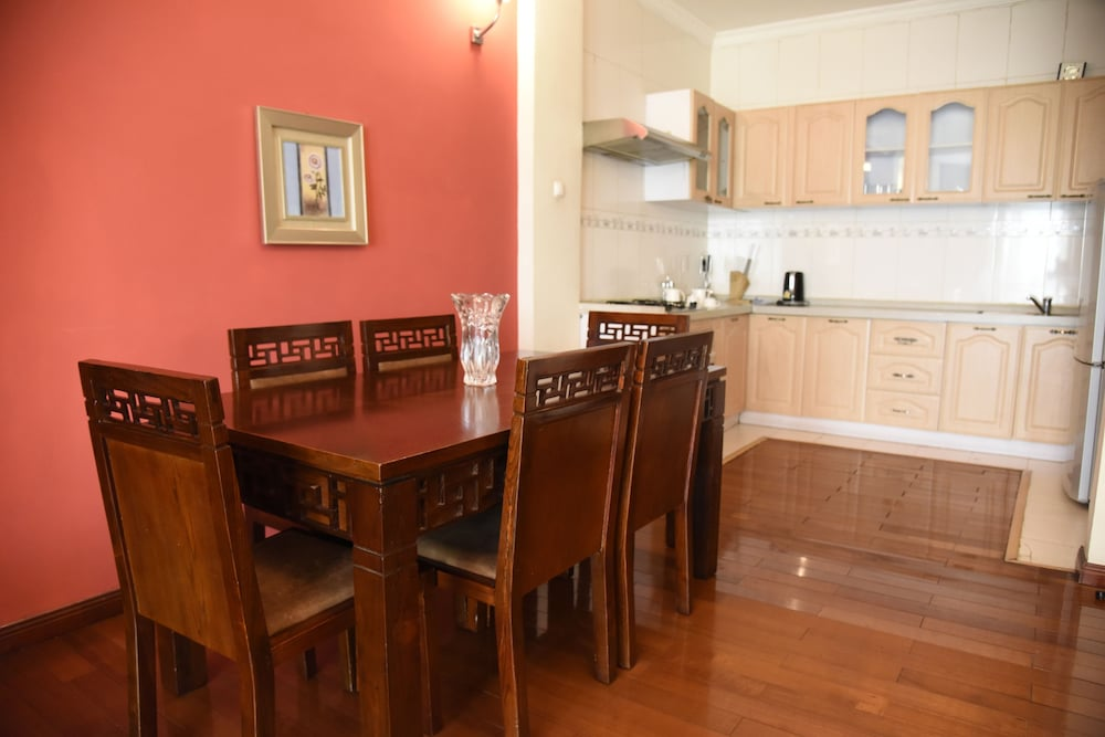 Family Dining, Diplomat Luxury Furnished Apartments