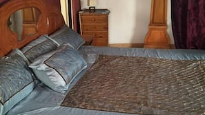 4 bedrooms, premium bedding, in-room safe, blackout curtains