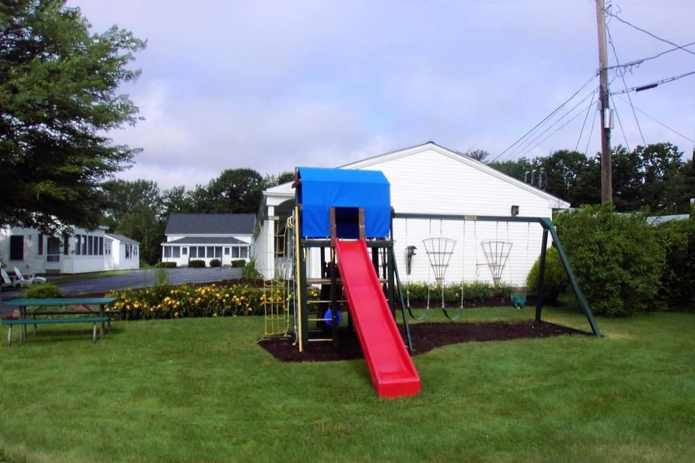 Children's Play Area - Outdoor, Carriage House Motel Cottages & Suites