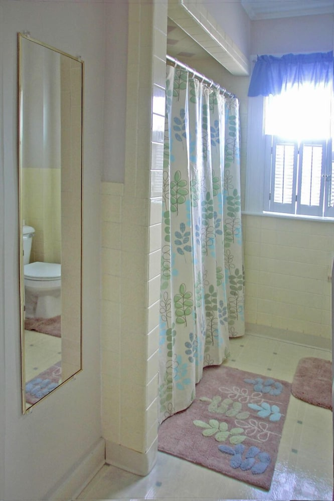 Bathroom, Carriage House Motel Cottages & Suites