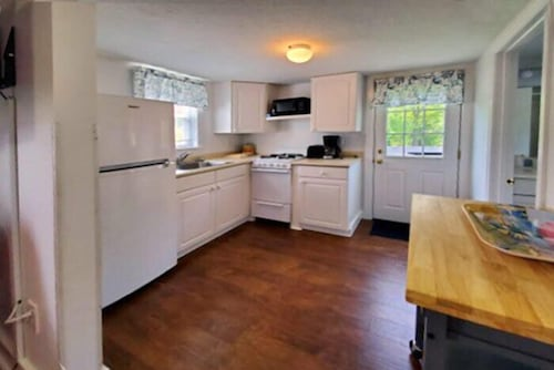 Private Kitchen, Carriage House Motel Cottages & Suites