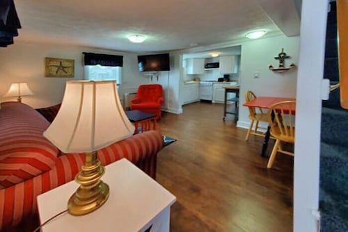 Living Area, Carriage House Motel Cottages & Suites