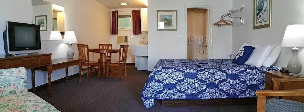 Room, Carriage House Motel Cottages & Suites