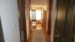 2 bedrooms, free cribs/infant beds