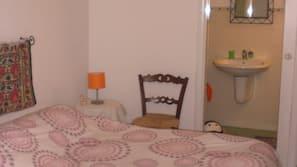 1 chambre, literie de qualité supérieure, minibar, bureau
