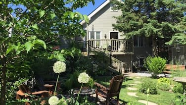 2 Moon Cottage Bed & Breakfast
