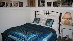 2 bedrooms, desk, iron/ironing board, rollaway beds