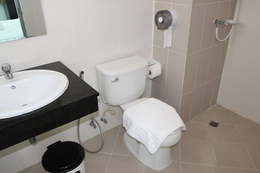 Bathroom, Angel Service Apartment Patong Beach Hostel