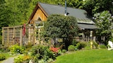 Huckleberry Cottage Vacation Rental - Roberts Creek Hotels