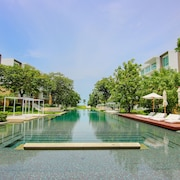 Hua Hin Luxury Beachfront Condo By Mon