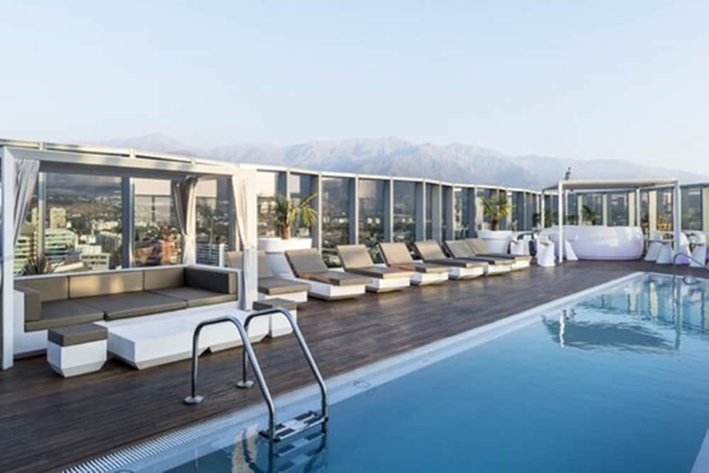 Rooftop Pool, ICON Hotel