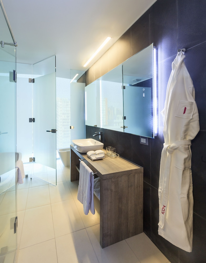 Bathroom, ICON Hotel