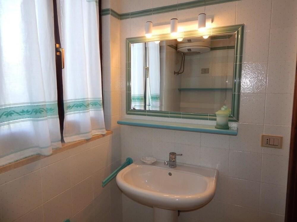 Affittasardegna ortensia apartments alghero sardegna for 3 camere da letto 3 piani del bagno