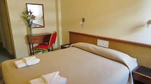 Cofres nos quartos, berços grátis, Wi-Fi de cortesia, roupa de cama