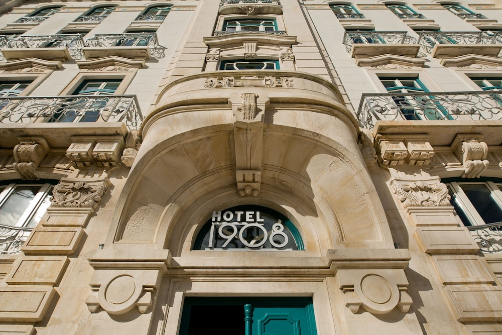 Front of Property, 1908 Lisboa Hotel