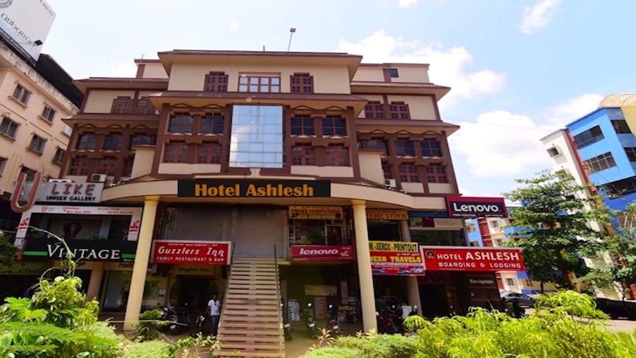 Hotel Ashlesh