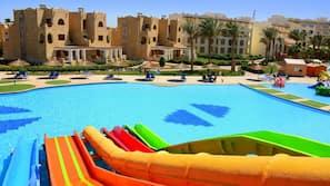 4 utendørsbassenger, solsenger og badevakt