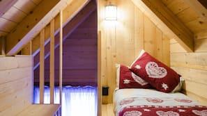 3 bedrooms, down comforters, desk, free WiFi