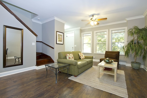 Check Expedia for Availability of Expansive 4BR in Near West Side by Sonder