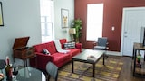 Bold 2BR in Lake View by Sonder - Chicago Hotels
