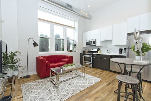 Sophisticated 1BR in Wicker Park by Sonder
