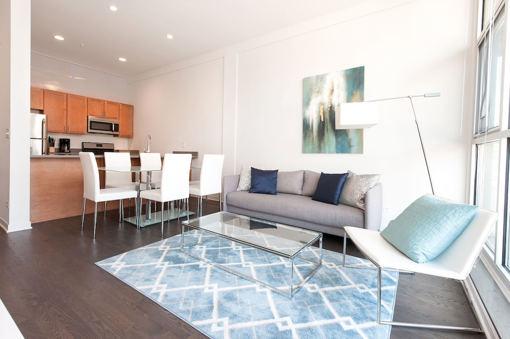 Sleek 2br In Lincoln Park By Sonder 2017 Room Prices