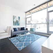 Sleek 2BR in Lincoln Park by Sonder