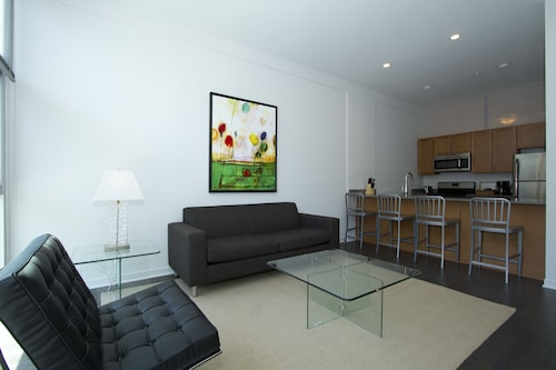 Contemporary 2BR in Lincoln Park by Sonder