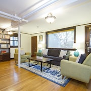 Architectural 1BR in Lincoln Park by Sonder