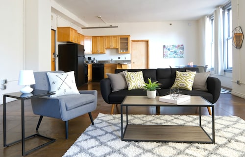 Check Expedia for Availability of Central 1BR in DTLA by Sonder