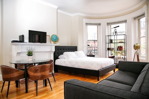 Posh Studio in Back Bay by Sonder