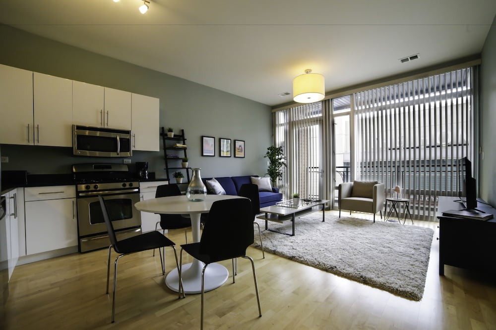hip 2br in lincoln park by sonder 2017 room prices deals reviews