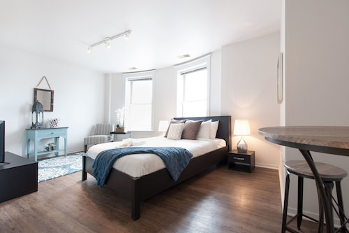 Check Expedia for Availability of Intimate Studio in the South Loop by Sonder