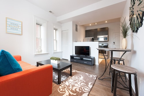 Check Expedia for Availability of Colorful 1BR in the South Loop by Sonder