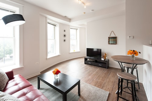 Check Expedia for Availability of Bright 1BR in the South Loop by Sonder