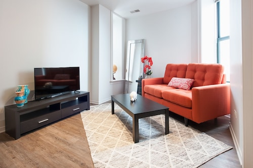 Check Expedia for Availability of Delightful 1BR in South Loop by Sonder