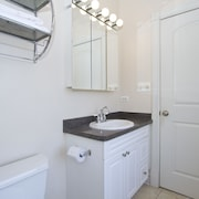 Bold 4BR in Lake View by Sonder
