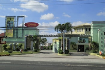 One Serenata Hotel Bacoor
