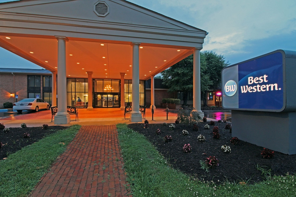 Front of Property - Evening/Night, Best Western Williamsburg Historic District