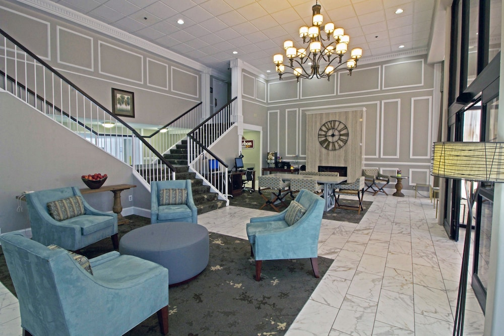 Lobby Sitting Area, Best Western Williamsburg Historic District